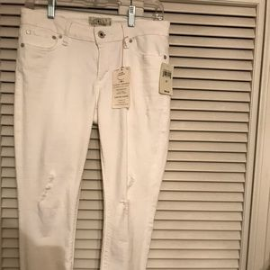 New with Tags! Lucky Brand Crop Jeans